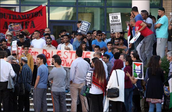 Hundreds join Southampton protest against Gaza crisis.