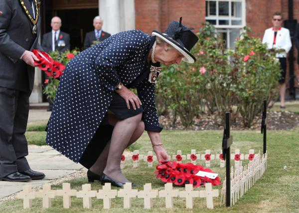 Lord Lieutenant of Hampshire Dame Mary Fagan lays a wreath in the garden