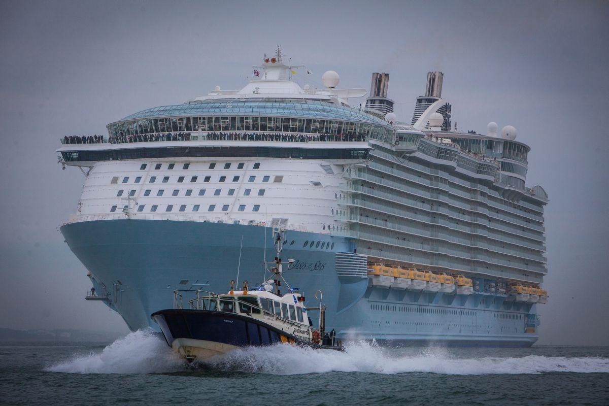 World39s Largest Cruise Ship Oasis Of The Seas Arrives In Southampton For