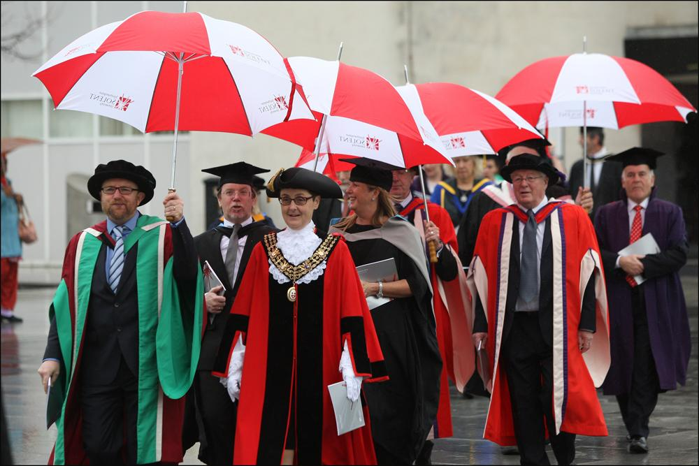 Southampton Solent University Students Celebrate Graduation Gallery From Daily Echo