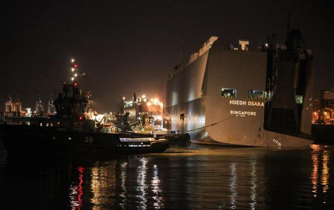 VIDEO: Stunning time-lapse footage of the Hoegh Osaka being towed into Southampton