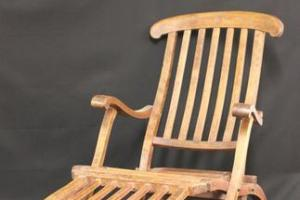 Titanic deckchair sells for £100,000