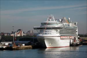 Major search for missing cruise ship passenger