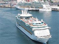 Daily Echo: IMPRESSIVE: Two of the world's largest cruise ships meet in Southampton Docks