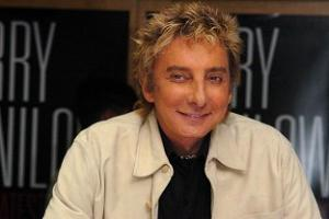 Barry Manilow taken to hospital over oral surgery complications