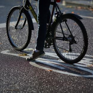 Cycling groups welcome plain-clothed police plan to catch motorists driving too close