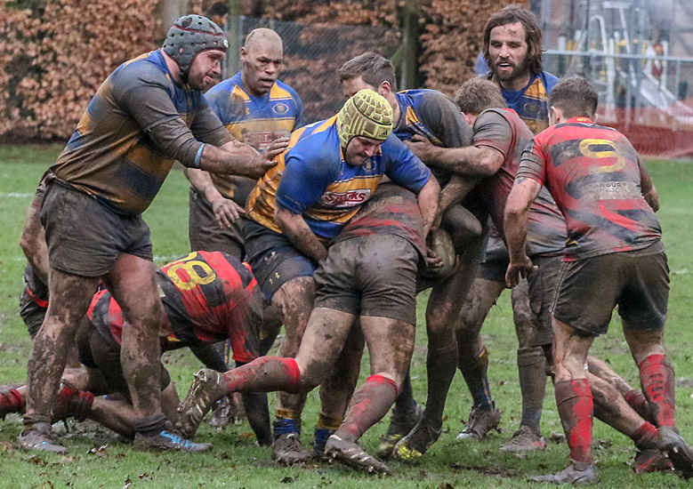 Action from Romsey (blkue and yellow shirts v Southsea Nomads (Photo by Terry Jamieson)