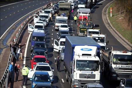 Traffic chaos as 'emergency repairs' closes section of M27 and blocks part of M3