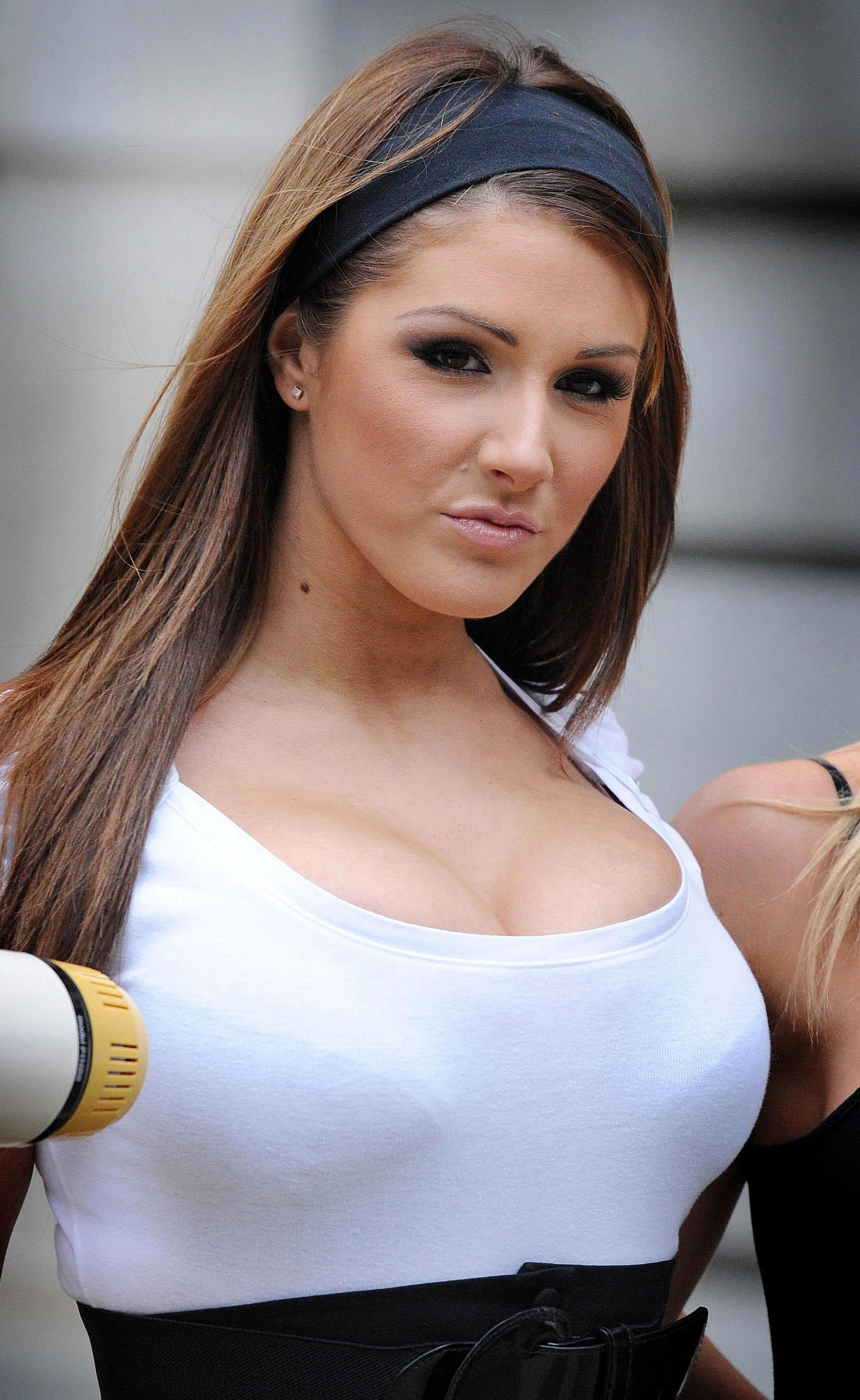 Winchester S Page Three Girl Lucy Pinder To Star In