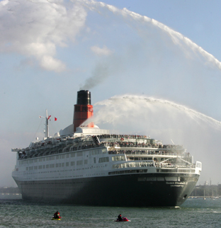 No intention to sell QE2, say owners