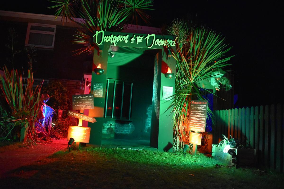 Photos And Video See Inside The Amazing Halloween House Set Up By A Video Engineer
