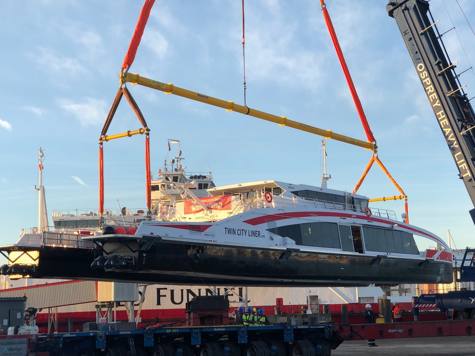 The 72 tonne Twin City Liner is lifted at Wight Shipyard