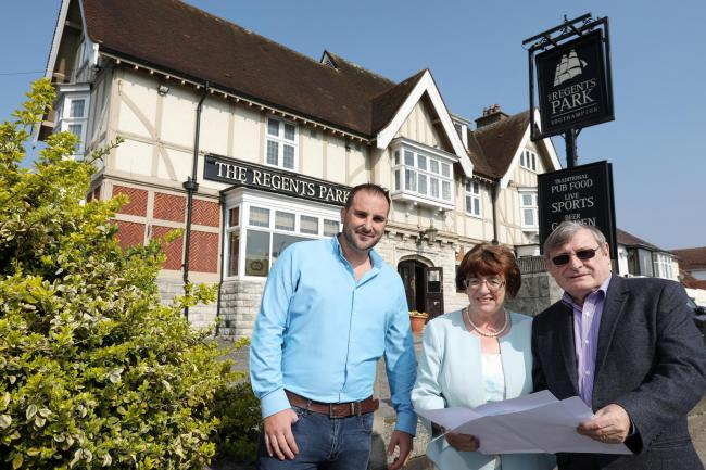 Owners Marian and Don Healy with pub manager Lee Slaymaker, left, The Regents Park, Regents Park Road, Southampton                       Picture: Chris Moorhouse        Friday 29th March 2019.
