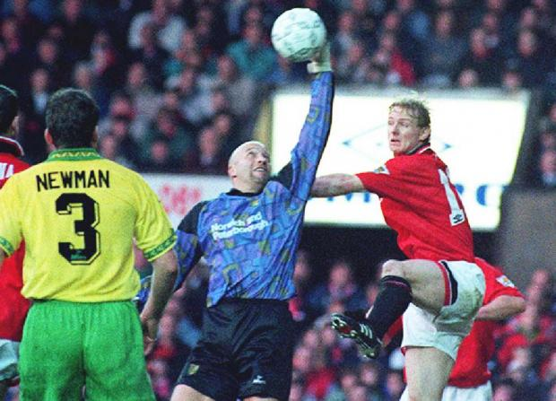 Daily Echo: Bryan Gunn playing for Norwich against Manchester United in 1994